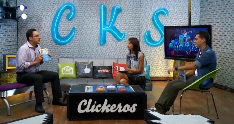 Juan Carlos Mejia Llano presentando el libro La guia del Community Manager en el programa de TV Clickeros