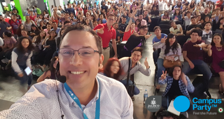 Selfie despues de conferencia de Juan Carlos Mejía Llano - Campus Party 2016